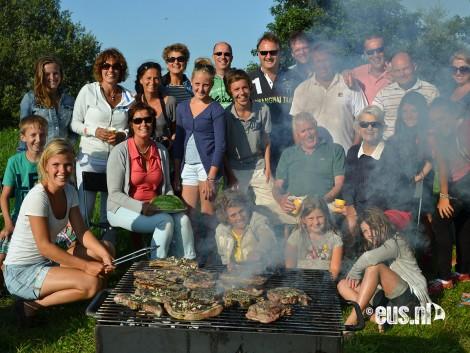 Zeilen-met-familie-en-barbecue