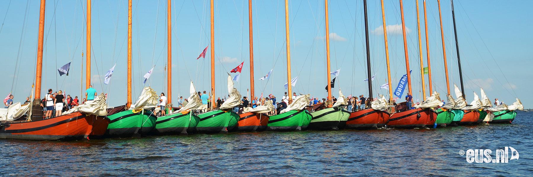 Bedrijfsuitje zeilen in Friesland met grote groep