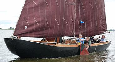 Praamzeilen-op-de-Friese-meren