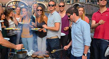Rondvaart-met-barbecue-door-Amsterdam