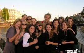 Vriendinnen-rondvaart-door-Amsterdam