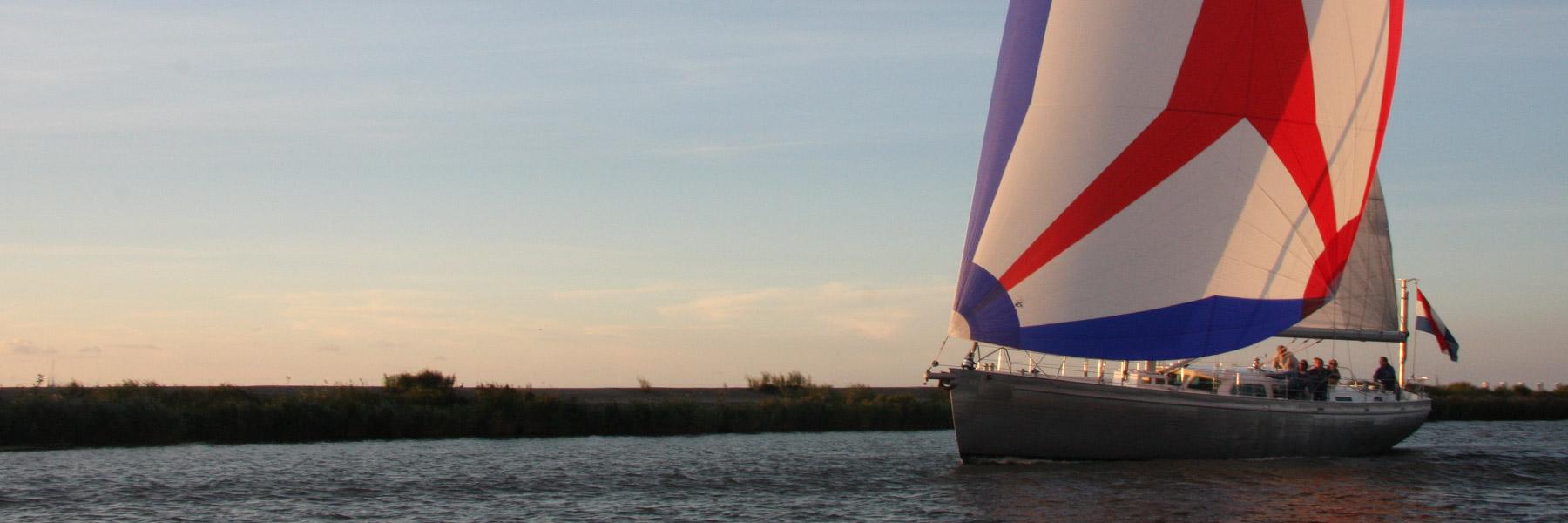 Zeiljacht-ULURU-op-het-IJsselmeer