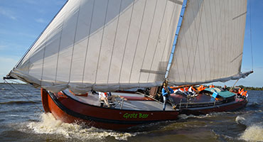 skutsje-zeilen-in-Friesland