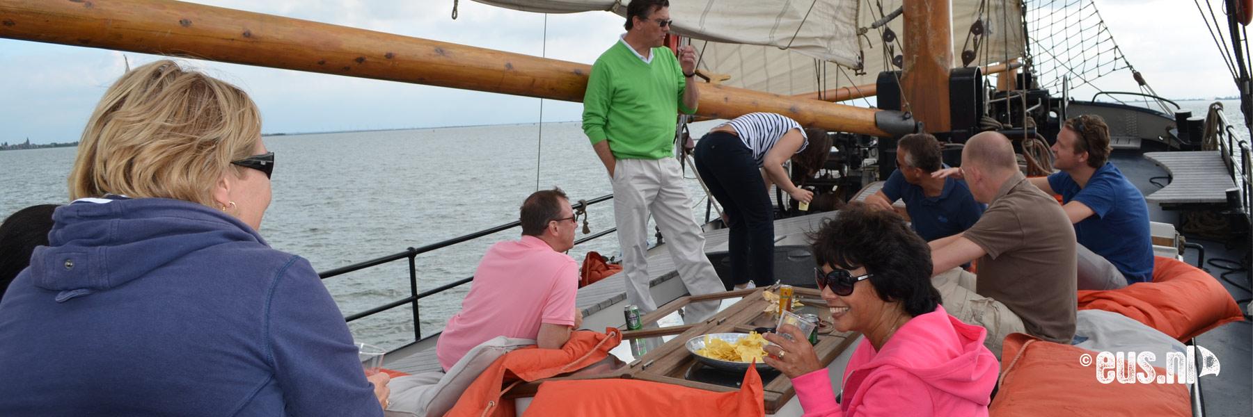 Tjalk zeilen op het IJsselmeer